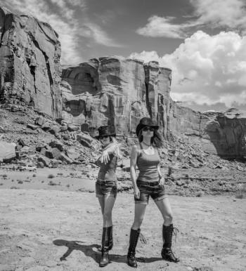 Women who explore, road trip chicks