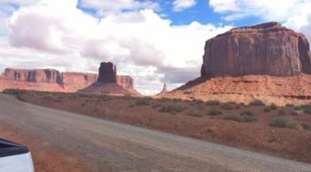 driving thru 17 mile loop Monument Valley